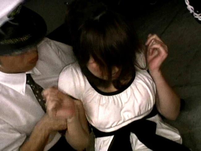 【おっぱい】タクシーの中でレイプされて犯された女の子のおっぱい画像がエロすぎる!【30枚】 14