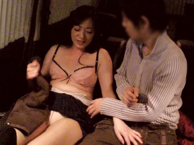 【おっぱい】送迎ドライバーさんとエッチなことをしちゃっている女の子のおっぱい画像がエロすぎる!【30枚】 25