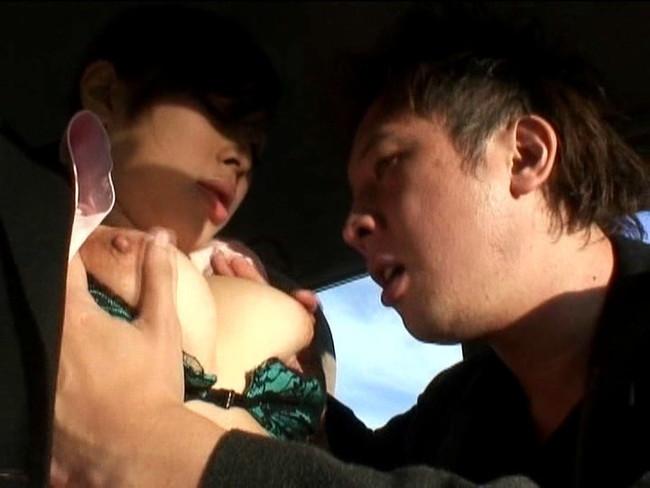 【おっぱい】自動車教習所でエッチなことをしちゃっている女教官のおっぱい画像がエロすぎる!【30枚】 29