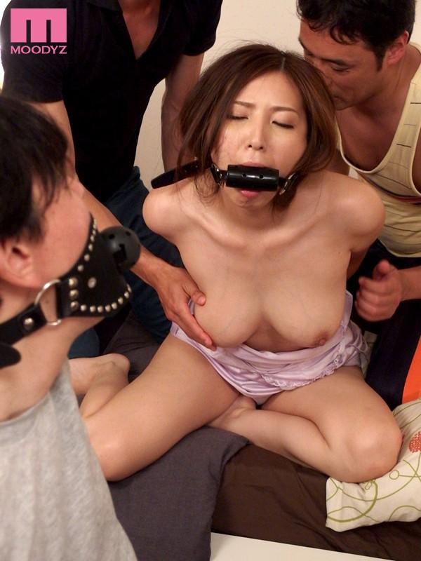 【おっぱい】猿轡や口枷をして悶えている女の子のおっぱい画像がエロすぎる!【30枚】 01