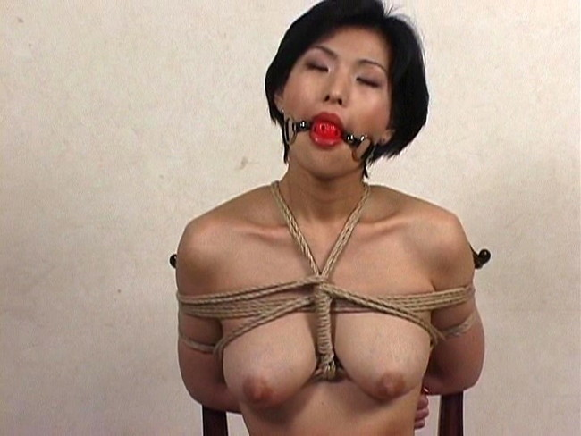 【おっぱい】猿轡や口枷をして悶えている女の子のおっぱい画像がエロすぎる!【30枚】 29