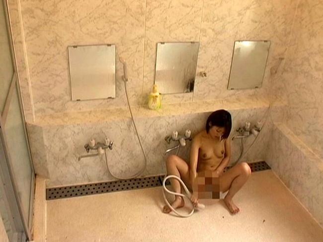 【おっぱい】シャワーオナニーをしながら絶頂を迎えている女の子のおっぱい画像がエロすぎる!【30枚】 06