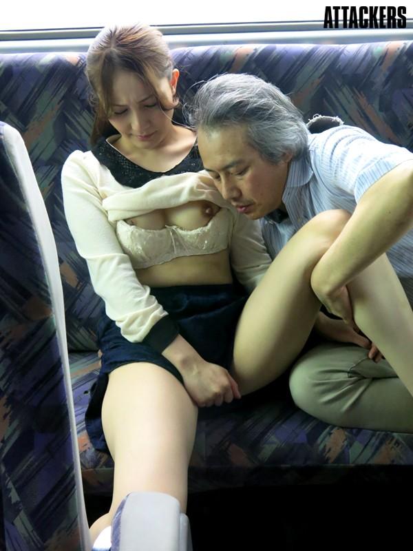 【おっぱい】行く先もわからない痴漢バスで犯される女の子のおっぱい画像がエロすぎる!【30枚】