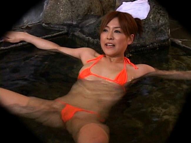 【おっぱい】混浴風呂でハレンチ水着でエッチなことをしている女の子のおっぱい画像がエロすぎる!【30枚】 15