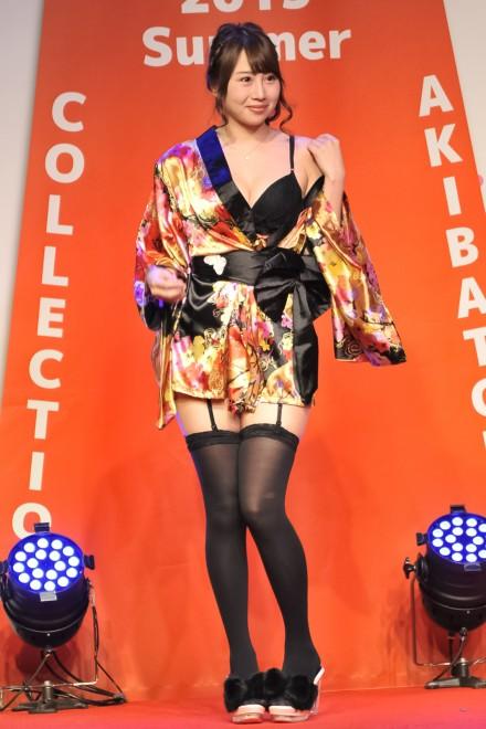 【おっぱい】イベントや舞台で登場するグラビアアイドルたちのおっぱい画像がエロすぎる!【30枚】 01