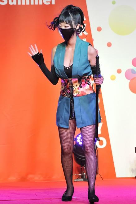 【おっぱい】イベントや舞台で登場するグラビアアイドルたちのおっぱい画像がエロすぎる!【30枚】 16