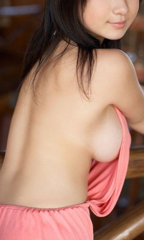 【おっぱい】服の隙間から、水着の淵からハミ出ちゃっている女の子の横乳画像がエロすぎる!【30枚】 28