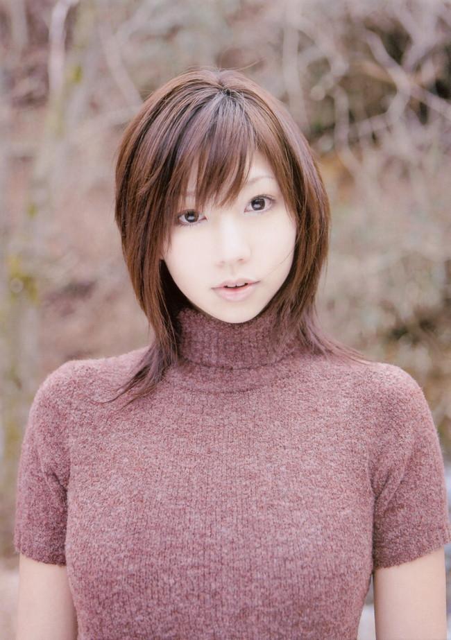 【おっぱい】あったかそうなセーターを着て、大きなおっぱいを主張してくる女の子の画像がエロすぎる!【30枚】