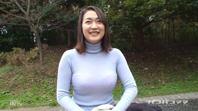 【おっぱい】あったかそうなセーターを着て、大きなおっぱいを主張してくる女の子の画像がエロすぎる!【30枚】 07