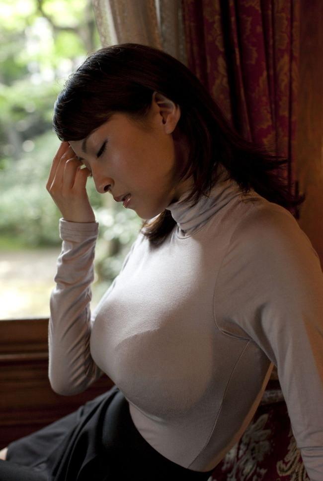 【おっぱい】あったかそうなセーターを着て、大きなおっぱいを主張してくる女の子の画像がエロすぎる!【30枚】 10