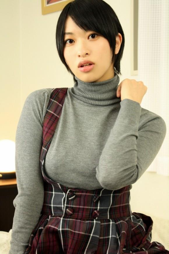 【おっぱい】あったかそうなセーターを着て、大きなおっぱいを主張してくる女の子の画像がエロすぎる!【30枚】 15