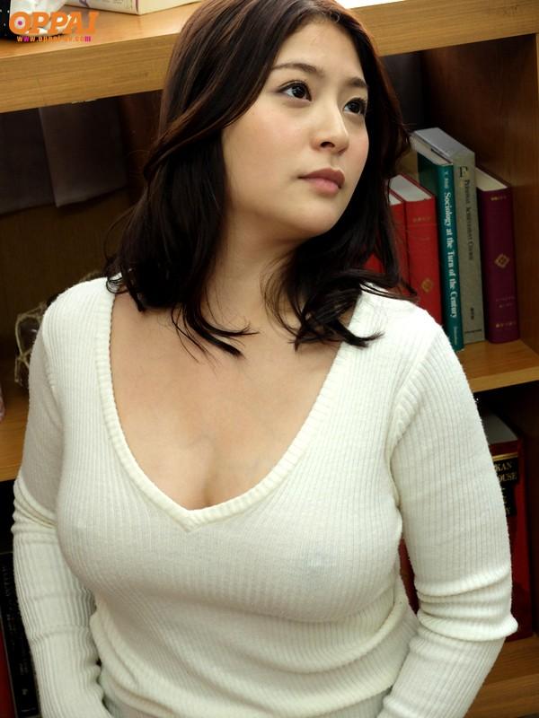【おっぱい】あったかそうなセーターを着て、大きなおっぱいを主張してくる女の子の画像がエロすぎる!【30枚】 16