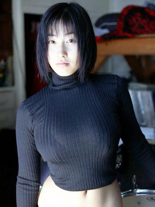 【おっぱい】あったかそうなセーターを着て、大きなおっぱいを主張してくる女の子の画像がエロすぎる!【30枚】 26