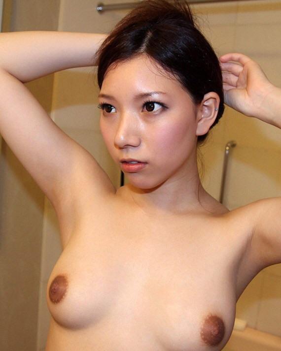 【おっぱい】なかなか使い込まれている黒ずんでいる乳首の女の子のおっぱい画像がエロすぎる!【30枚】 25
