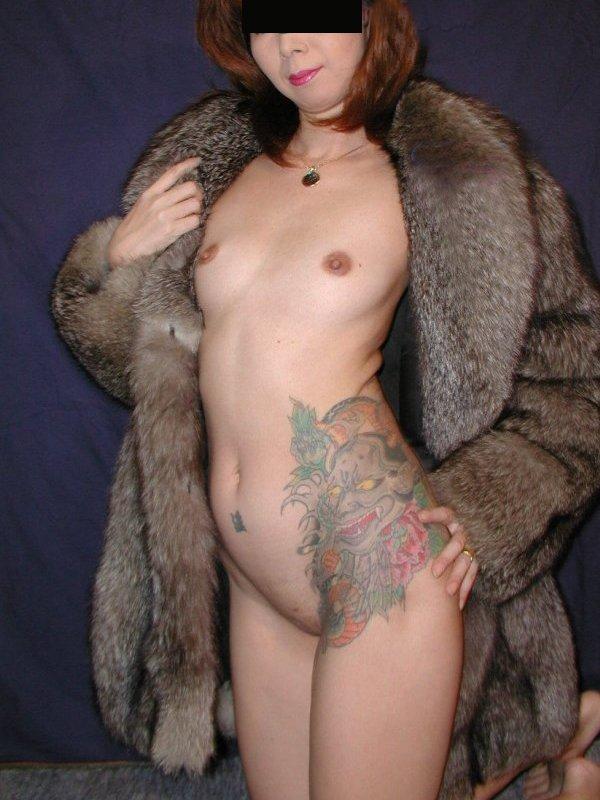 【おっぱい】体の一部や全身にタトゥーを入れている女性のおっぱい画像がエロすぎる!【30枚】 13
