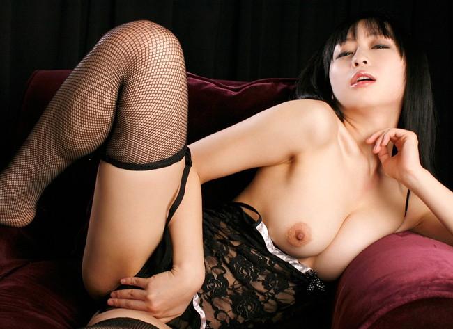 【おっぱい】露出が多い上に網タイツを履いて誘っている女の子のおっぱい画像がエロすぎる!【30枚】 06
