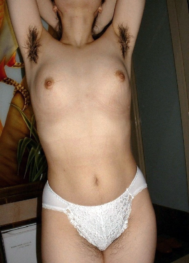 【おっぱい】脇毛を処理しないでおいている女の子のおっぱい画像がエロすぎる!【30枚】 09