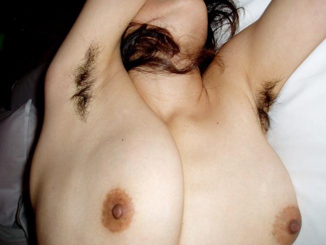 【おっぱい】脇毛を処理しないでおいている女の子のおっぱい画像がエロすぎる!【30枚】 16