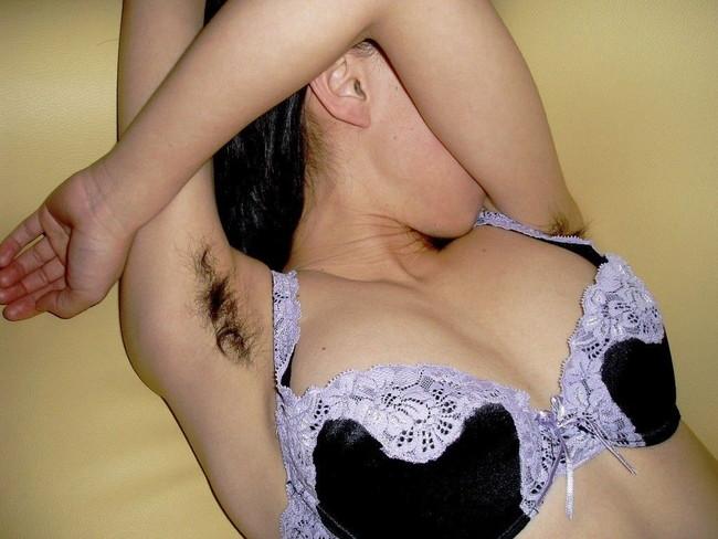 【おっぱい】脇毛を処理しないでおいている女の子のおっぱい画像がエロすぎる!【30枚】 19