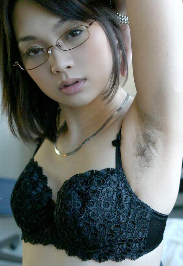 【おっぱい】脇毛を処理しないでおいている女の子のおっぱい画像がエロすぎる!【30枚】 24