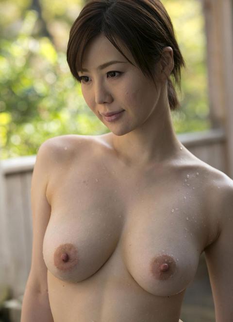 【おっぱい】水も滴るいい女!びしょ濡れ、水滴のついた女の子のおっぱい画像がエロすぎる!【30枚】 25