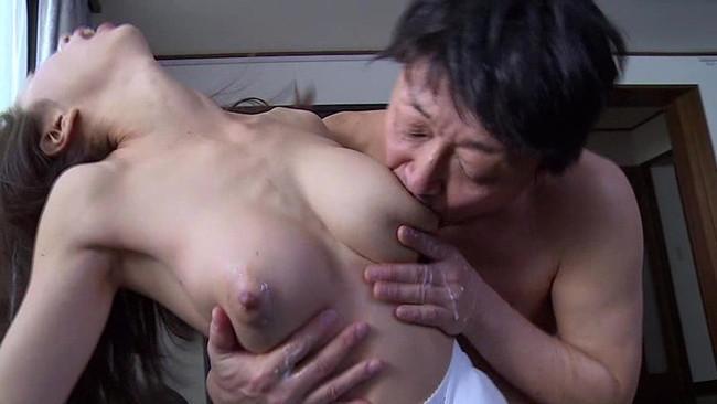 【おっぱい】四方八方に母乳が飛び散ってしまう母なる女性のおっぱい画像がエロすぎる!【30枚】 21