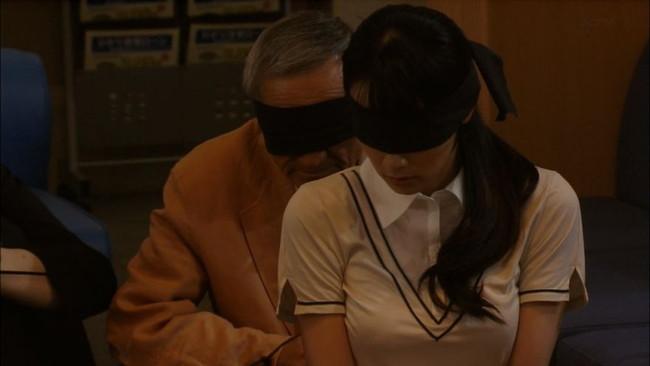 【おっぱい】アイマスクや目隠しをされて逝っちゃっている女の子のおっぱい画像がエロすぎる!【30枚】 25