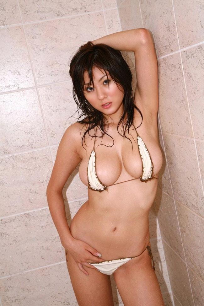 【おっぱい】いやらしいマイクロビキニを着ているグラビアアイドルのおっぱい画像がエロすぎる!【30枚】 06