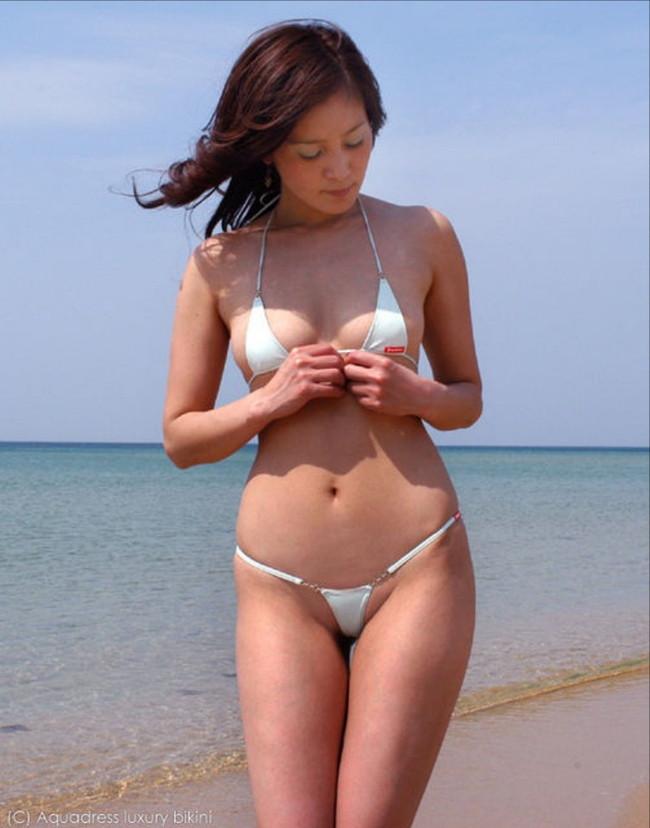 【おっぱい】いやらしいマイクロビキニを着ているグラビアアイドルのおっぱい画像がエロすぎる!【30枚】 14