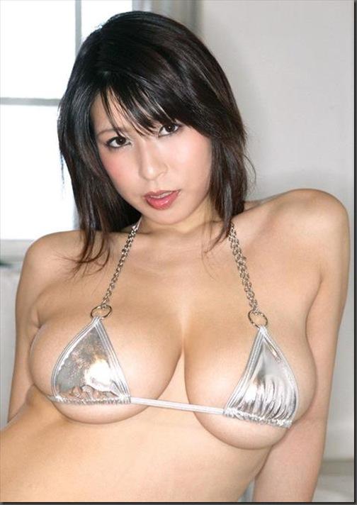 【おっぱい】いやらしいマイクロビキニを着ているグラビアアイドルのおっぱい画像がエロすぎる!【30枚】 20