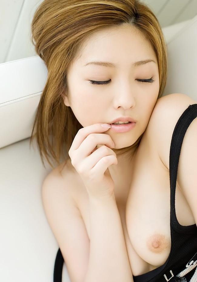 【おっぱい】健康的で若々しく見えるように染めている茶髪の女の子のおっぱい画像がエロすぎる!【30枚】 23