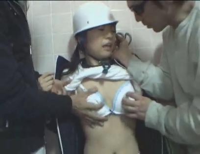 【おっぱい】ヘルメットをかぶりながらエッチなことになっちゃっている女の子のおっぱい画像がエロすぎる!【30枚】 27