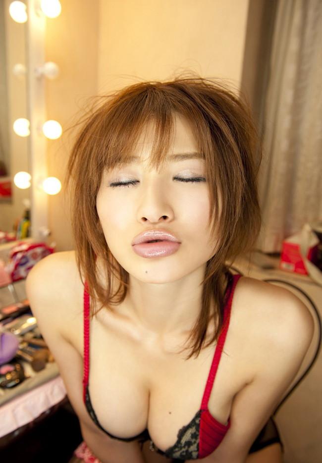 【おっぱい】バラエティでもグラビアでも大人気な手島優ちゃんのおっぱい画像がエロすぎる!【30枚】