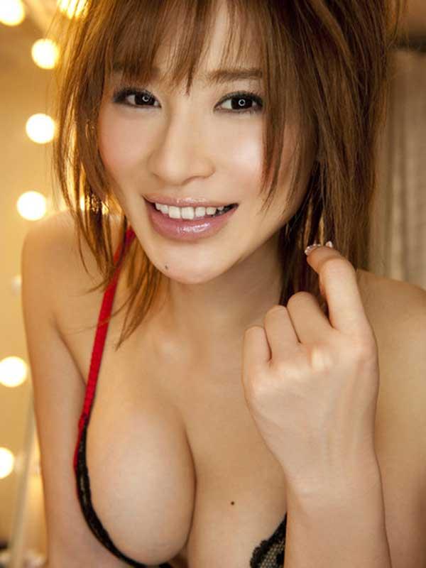【おっぱい】バラエティでもグラビアでも大人気な手島優ちゃんのおっぱい画像がエロすぎる!【30枚】 25