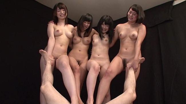 【おっぱい】美脚で一生懸命足コキをしてくれる女の子のおっぱい画像がエロすぎる!【30枚】 18
