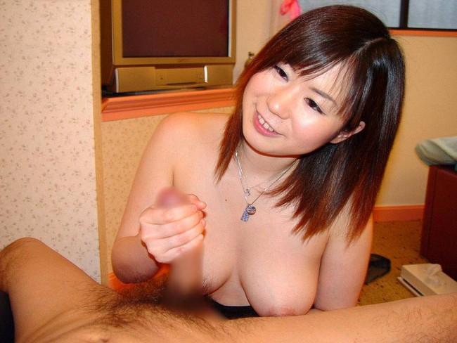 【おっぱい】エッチな手コキで男性をイカせちゃう女の子のおっぱい画像がエロすぎる!【30枚】 14