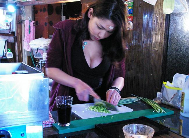 【おっぱい】居酒屋さんでハメを外しすぎちゃった女の子のおっぱい画像がエロすぎる!【30枚】