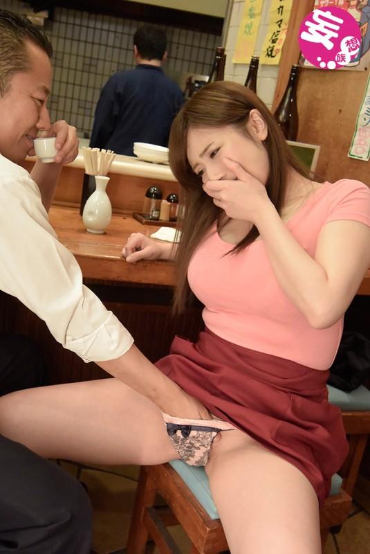 【おっぱい】居酒屋さんでハメを外しすぎちゃった女の子のおっぱい画像がエロすぎる!【30枚】 06