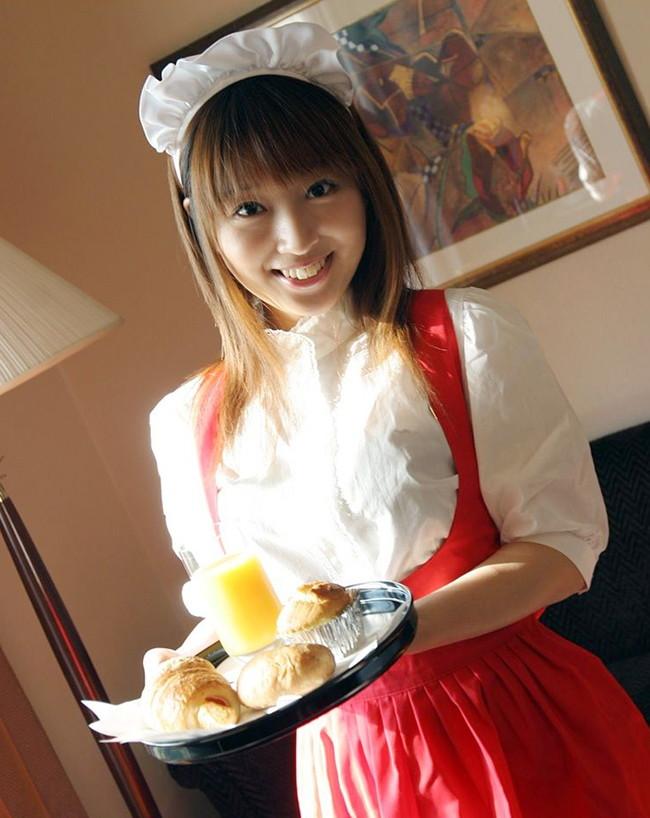 【おっぱい】可愛らしくて食べちゃいたいウェイトレスの女の子のおっぱい画像がエロすぎる!【30枚】 12