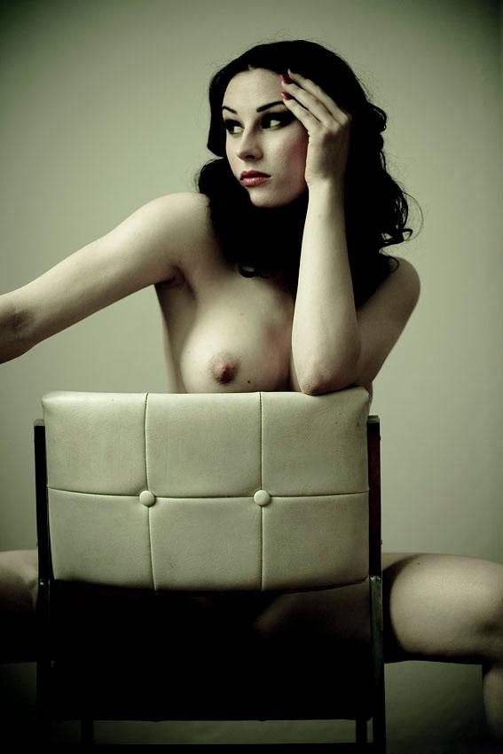 【おっぱい】椅子に座りながらもエッチなことになっちゃっている女の子のおっぱい画像がエロすぎる!【30枚】 13