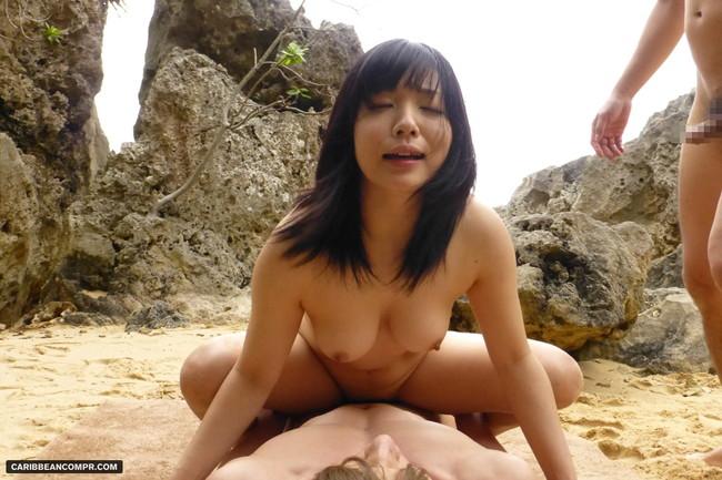 【おっぱい】恥ずかしくても開放感のある野外セックスを楽しむ女の子のおっぱい画像がエロすぎる!【30枚】 01