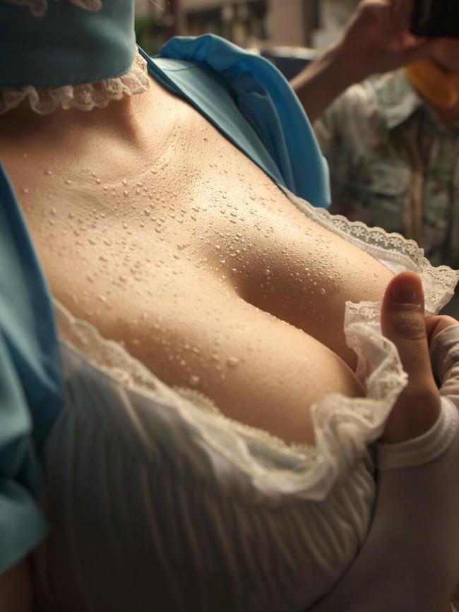 【おっぱい】汗だくになってエッチなことを楽しむ女の子のおっぱい画像がエロすぎる!【30枚】 17