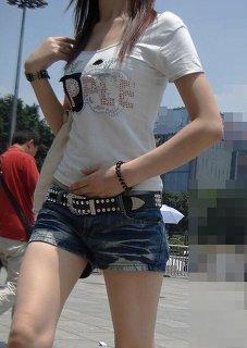 【おっぱい】ホットパンツを履いて男を誑かしそうな女の子のおっぱい画像がエロすぎる!【30枚】 27