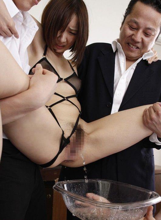 【おっぱい】聖水プレイ、放尿プレイを心から楽しんでいる女の子のおっぱい画像がエロすぎる!【30枚】 24