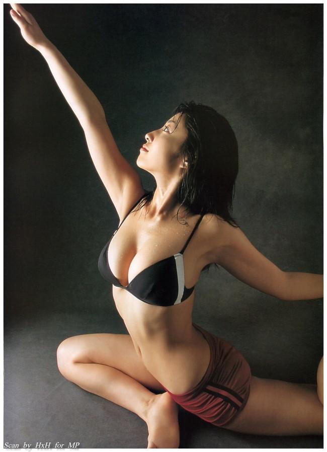 【おっぱい】グラビアアイドルから女優も幅広くマルチにこなしていた佐藤寛子さんのおっぱい画像がエロすぎる!【30枚】 04