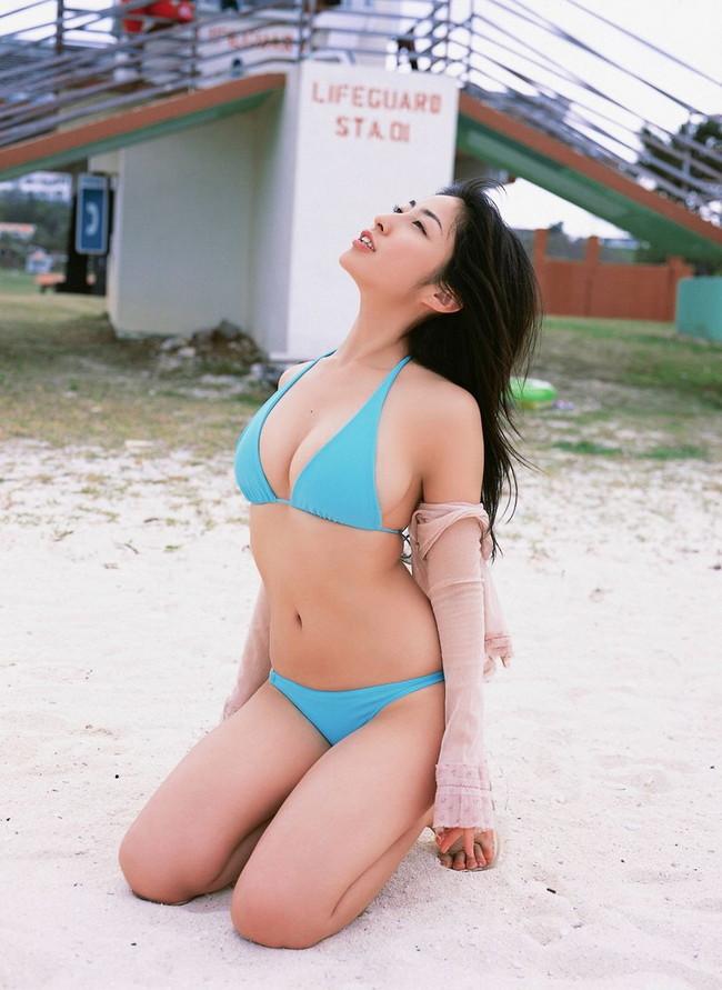 【おっぱい】グラビアアイドルから女優も幅広くマルチにこなしていた佐藤寛子さんのおっぱい画像がエロすぎる!【30枚】 13
