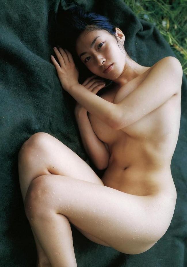 【おっぱい】グラビアアイドルから女優も幅広くマルチにこなしていた佐藤寛子さんのおっぱい画像がエロすぎる!【30枚】 15