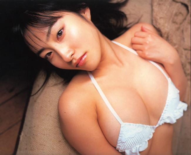 【おっぱい】グラビアアイドルから女優も幅広くマルチにこなしていた佐藤寛子さんのおっぱい画像がエロすぎる!【30枚】 18