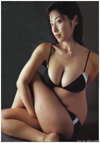 【おっぱい】グラビアアイドルから女優も幅広くマルチにこなしていた佐藤寛子さんのおっぱい画像がエロすぎる!【30枚】 23