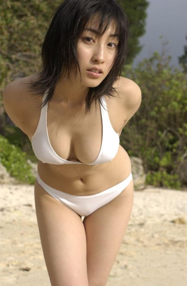 【おっぱい】グラビアアイドルから女優も幅広くマルチにこなしていた佐藤寛子さんのおっぱい画像がエロすぎる!【30枚】 25